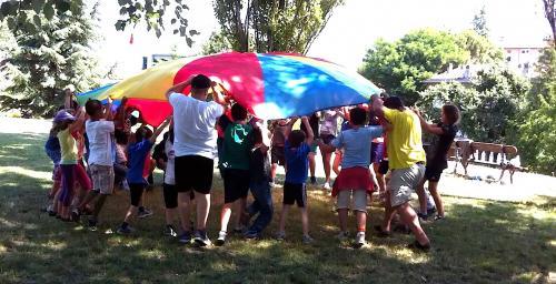 paracadute,gioco,cre,bambini,colori,allegria,educazione,cooperazione