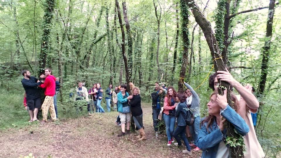 ecofuturo-abbraccio-alberi